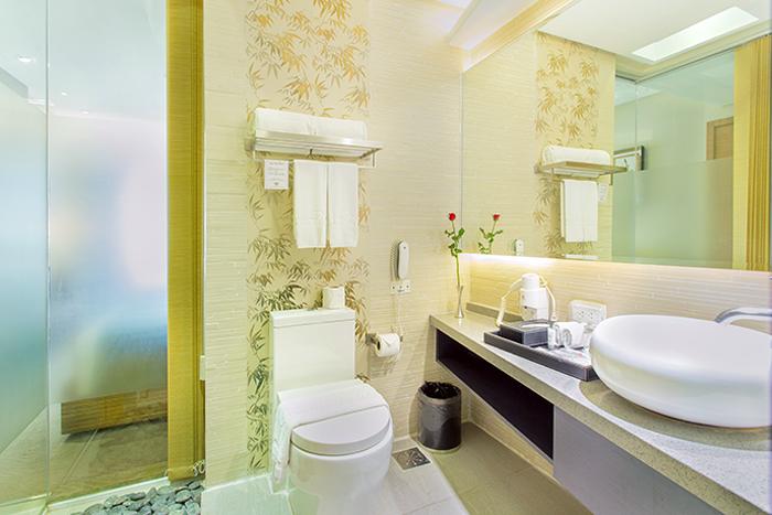 Executive garden room greenleaf hotel gensan for Executive garden rooms